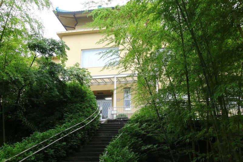 竹庭と本館