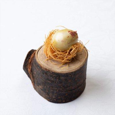 うずらの卵、手長海老風味とカダイフ